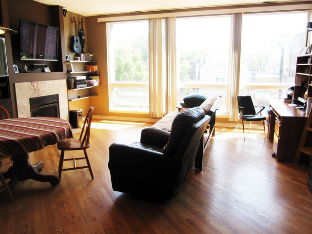 2 Bedrooms, Lakeview Rental in Chicago, IL for $2,595 - Photo 2