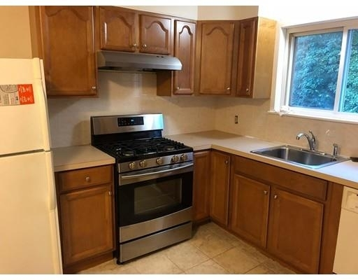 3 Bedrooms, Newton Highlands Rental in Boston, MA for $2,800 - Photo 2