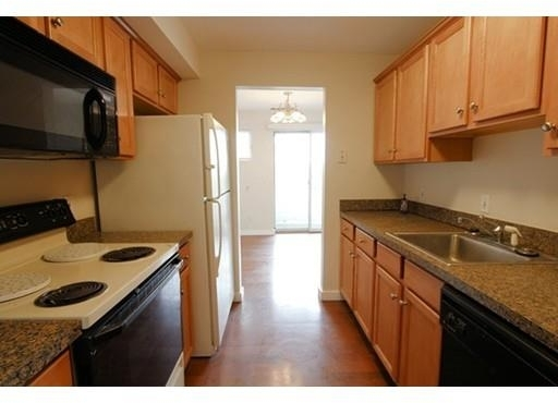 2 Bedrooms, South Quincy Rental in Boston, MA for $1,950 - Photo 1