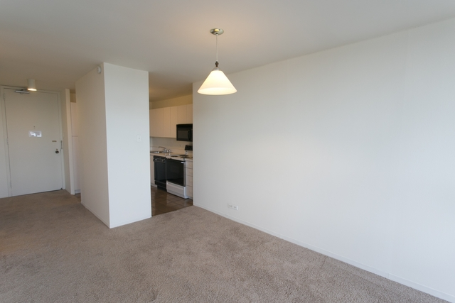 2 Bedrooms, East Hyde Park Rental in Chicago, IL for $2,013 - Photo 2
