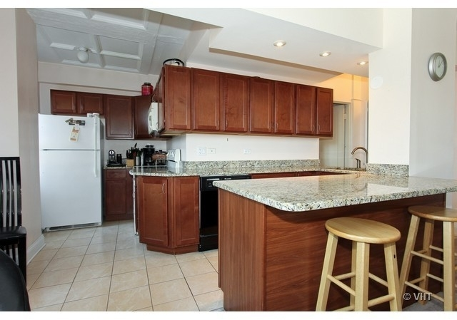 2 Bedrooms, Old Town Rental in Chicago, IL for $2,300 - Photo 2
