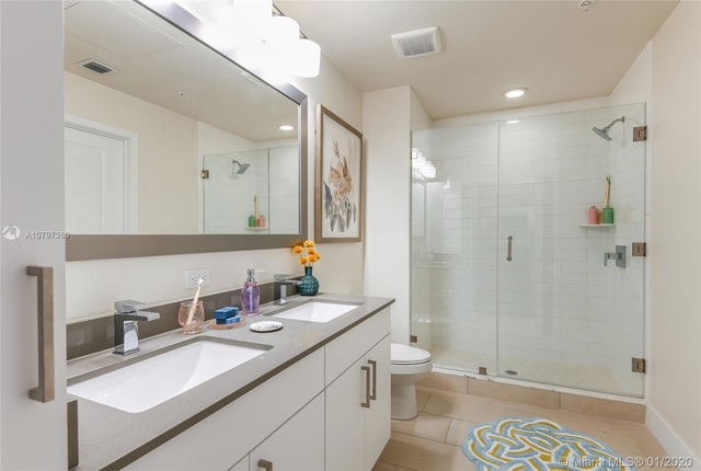 2 Bedrooms, Goldcourt Rental in Miami, FL for $2,329 - Photo 2