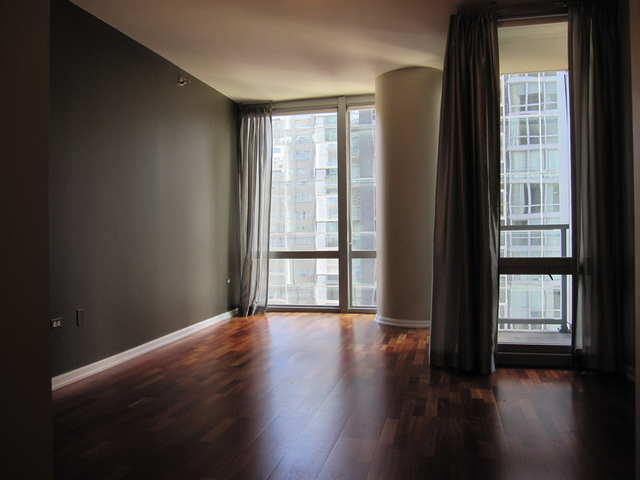 2 Bedrooms, Magnificent Mile Rental in Chicago, IL for $3,200 - Photo 2