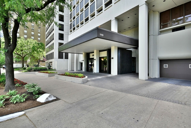3 Bedrooms, Gold Coast Rental in Chicago, IL for $5,600 - Photo 2