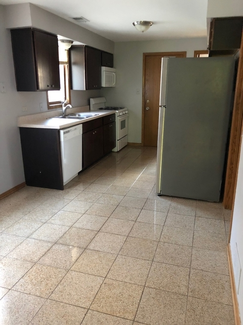 3 Bedrooms, North Center Rental in Chicago, IL for $1,800 - Photo 2