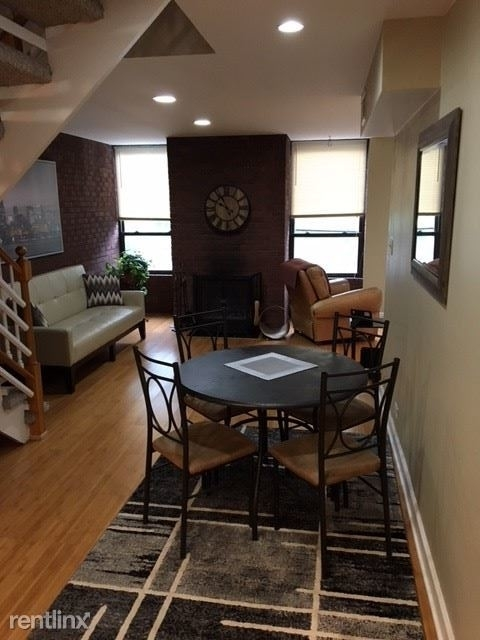 2 Bedrooms, Lincoln Park Rental in Chicago, IL for $2,400 - Photo 2