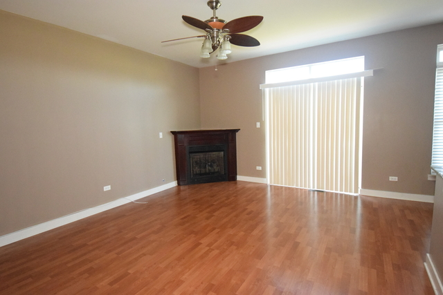 2 Bedrooms, Calumet Rental in Chicago, IL for $1,700 - Photo 2