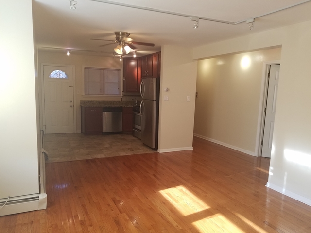 3 Bedrooms, Rogers Park Rental in Chicago, IL for $1,600 - Photo 2