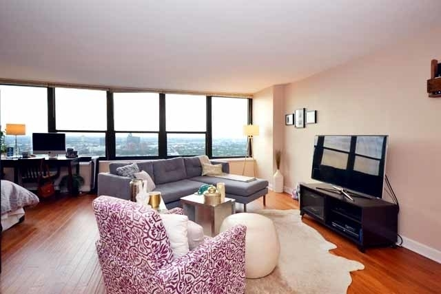 Studio, Old Town Rental in Chicago, IL for $1,675 - Photo 2