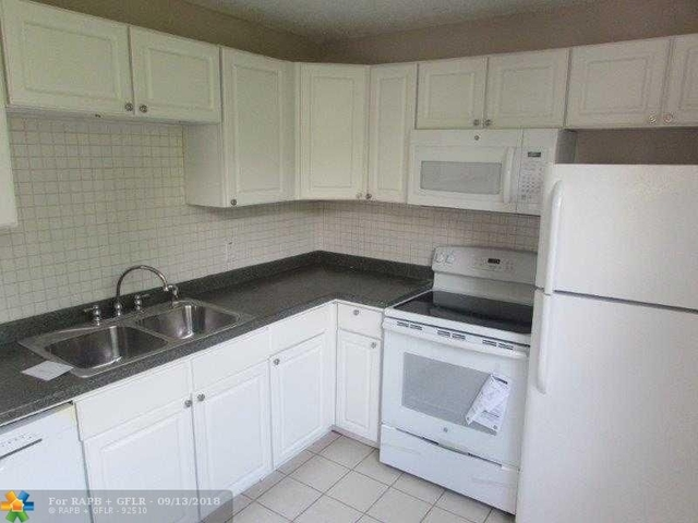 2 Bedrooms, Pine Island Ridge Rental in Miami, FL for $1,500 - Photo 2