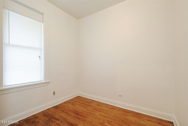 3 Bedrooms, South Chicago Rental in Chicago, IL for $965 - Photo 2