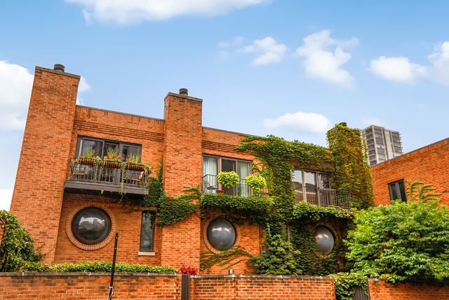 3 Bedrooms, Old Town Rental in Chicago, IL for $6,500 - Photo 2