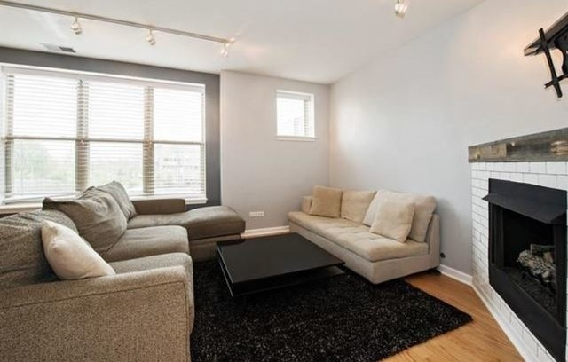 2 Bedrooms, Goose Island Rental in Chicago, IL for $2,200 - Photo 2