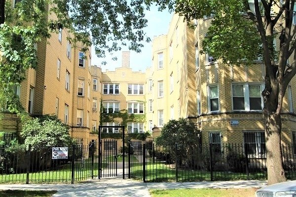 2 Bedrooms, East Chatham Rental in Chicago, IL for $775 - Photo 1
