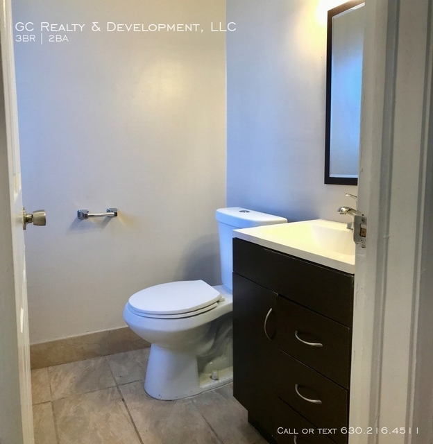 3 Bedrooms, East Chatham Rental in Chicago, IL for $1,090 - Photo 2