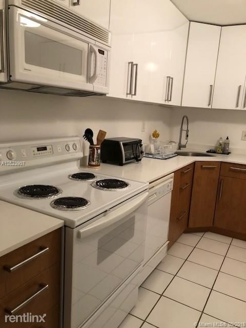 2 Bedrooms, Village of Key Biscayne Rental in Miami, FL for $3,500 - Photo 1