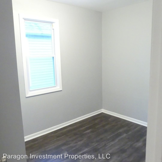 2 Bedrooms, South Chicago Rental in Chicago, IL for $1,150 - Photo 2