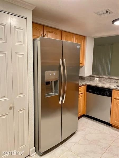 2 Bedrooms, Village Green Rental in Miami, FL for $1,665 - Photo 1