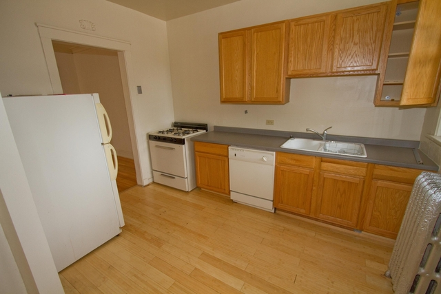 2 Bedrooms, Hyde Park Rental in Chicago, IL for $1,567 - Photo 2