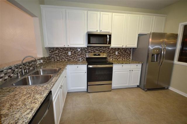2 Bedrooms, Kings Crossing Rental in Houston for $1,475 - Photo 2