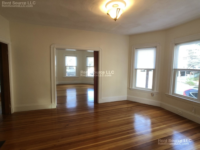 4 Bedrooms, Winter Hill Rental in Boston, MA for $2,600 - Photo 2