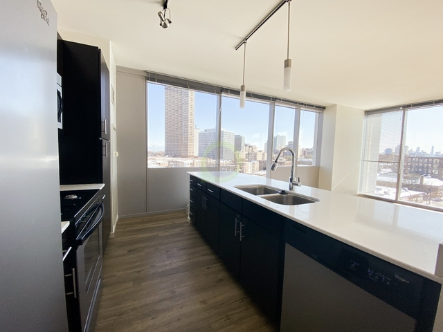 2 Bedrooms, Lakeview Rental in Chicago, IL for $2,616 - Photo 2