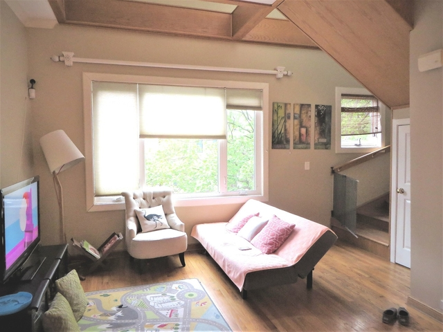 3 Bedrooms, Lakeview Rental in Chicago, IL for $3,000 - Photo 2