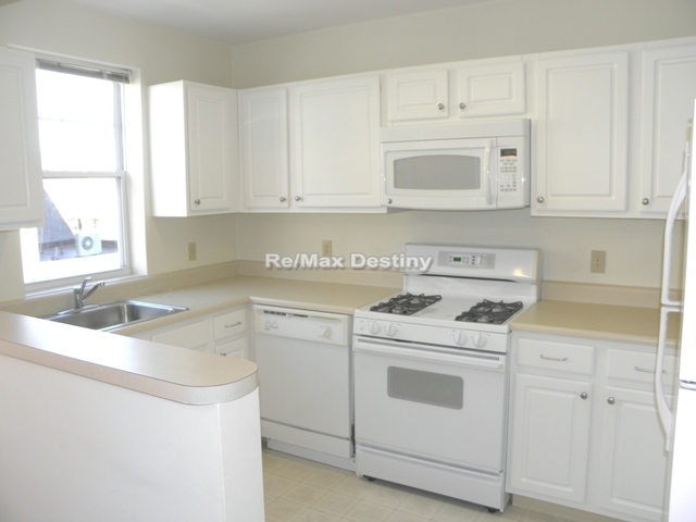 2 Bedrooms, Arlington Center Rental in Boston, MA for $3,200 - Photo 1