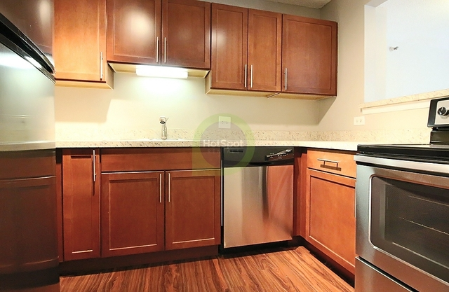 3 Bedrooms, Gold Coast Rental in Chicago, IL for $4,080 - Photo 2