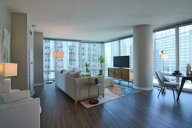 2 Bedrooms, Gold Coast Rental in Chicago, IL for $3,299 - Photo 2
