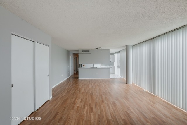 3 Bedrooms, The Gap Rental in Chicago, IL for $2,100 - Photo 2