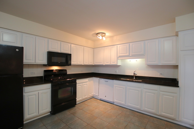 3 Bedrooms, River's Edge Rental in Chicago, IL for $2,400 - Photo 2