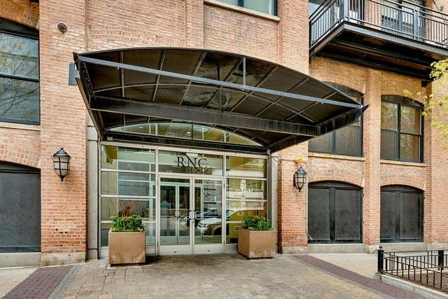 3 Bedrooms, River North Rental in Chicago, IL for $4,200 - Photo 2