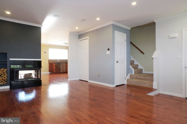 3 Bedrooms, Fairfax County Rental in Washington, DC for $2,150 - Photo 2