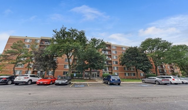 3 Bedrooms, Lombard Rental in Chicago, IL for $18,974 - Photo 2