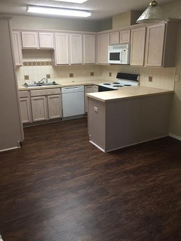3 Bedrooms, Garden Springs Rental in Dallas for $1,350 - Photo 2