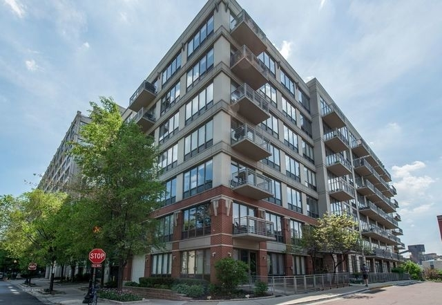 1 Bedroom, Goose Island Rental in Chicago, IL for $1,950 - Photo 1