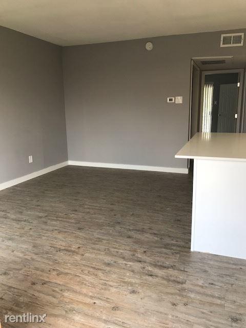1 Bedroom, Oak Park Estates Rental in Dallas for $533 - Photo 2