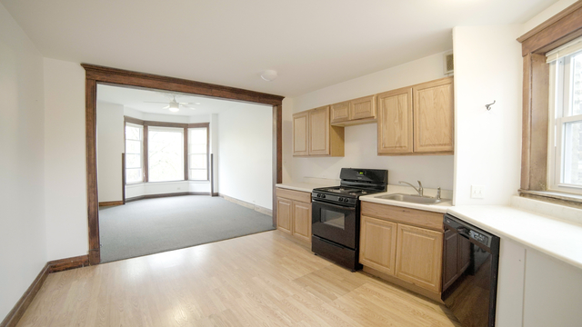2 Bedrooms, West Town Rental in Chicago, IL for $1,720 - Photo 2