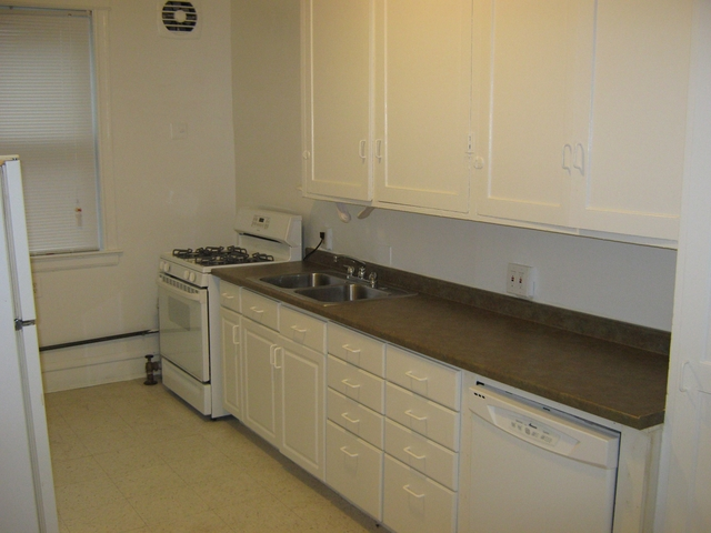 4 Bedrooms, Hyde Park Rental in Chicago, IL for $3,238 - Photo 2