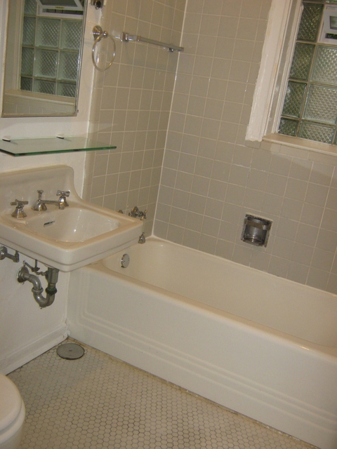 4 Bedrooms, Hyde Park Rental in Chicago, IL for $3,238 - Photo 1