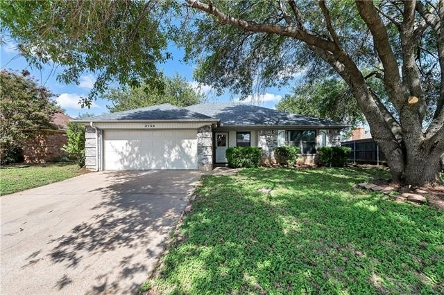 3 Bedrooms, Hulen Springs Meadow Rental in Dallas for $1,475 - Photo 1