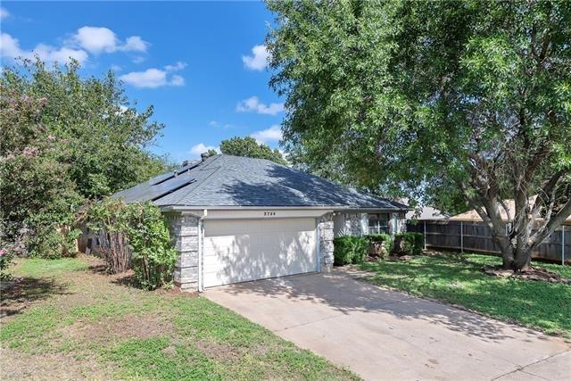 3 Bedrooms, Hulen Springs Meadow Rental in Dallas for $1,475 - Photo 2