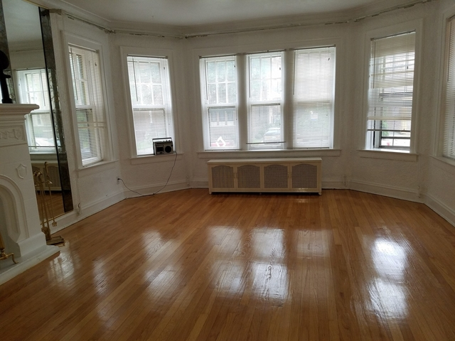 3 Bedrooms, Calumet Heights Rental in Chicago, IL for $1,200 - Photo 2