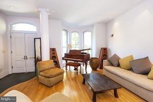 2 Bedrooms, Logan Circle - Shaw Rental in Washington, DC for $5,000 - Photo 2