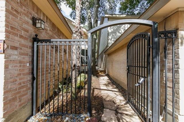 2 Bedrooms, Lake at Stonehenge Rental in Houston for $1,900 - Photo 2