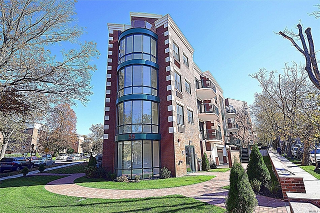 2 Bedrooms, Great Neck Plaza Rental in Long Island, NY for $3,950 - Photo 2