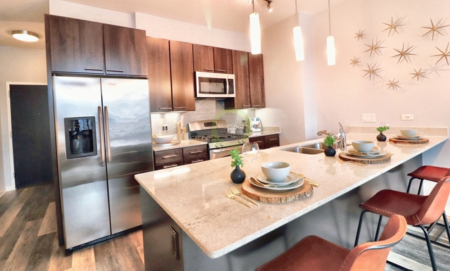 2 Bedrooms, River North Rental in Chicago, IL for $3,750 - Photo 2