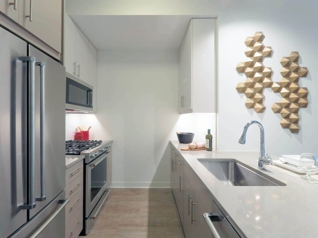 2 Bedrooms, Gold Coast Rental in Chicago, IL for $3,076 - Photo 1