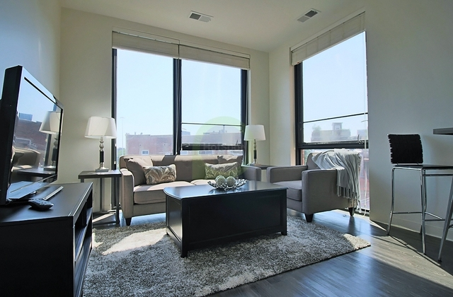 2 Bedrooms, Goose Island Rental in Chicago, IL for $2,385 - Photo 1